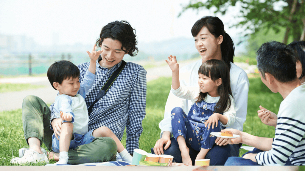 ピクニックを楽しむ家族