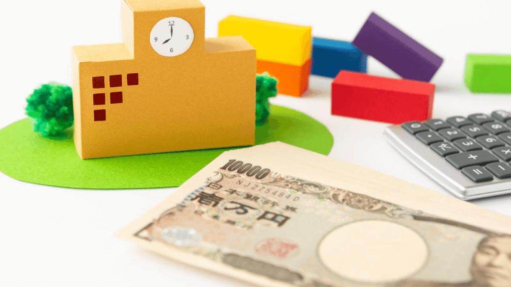 学校の模型と万札